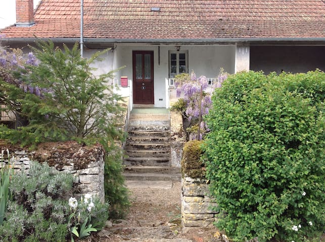 Salornay-sur-Guye的民宿