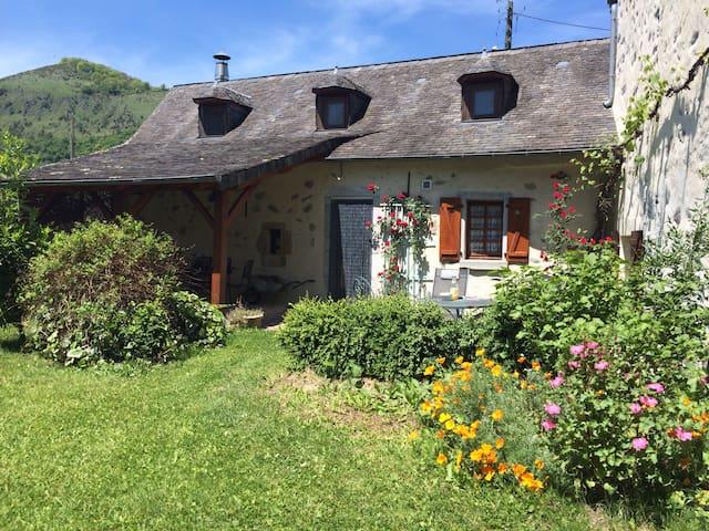 Lurbe-Saint-Christau的民宿