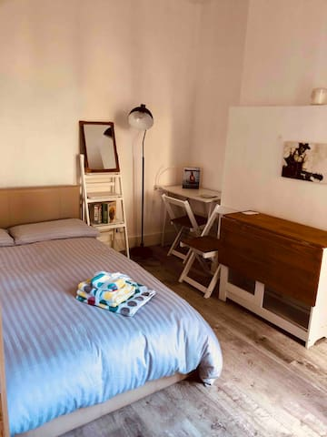 Walworth stay for two with patio. Elephant castle