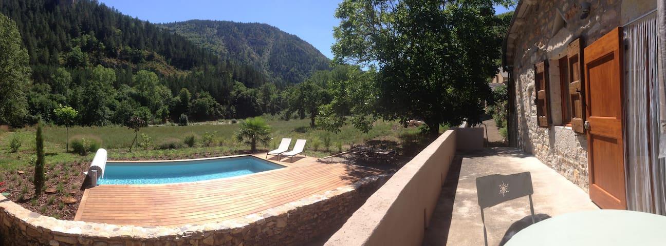 Gorges du Tarn, heated swimmingpool