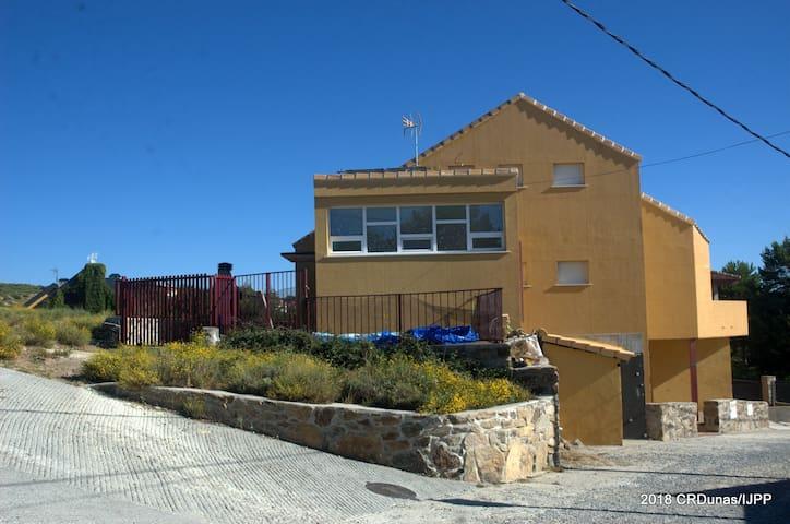 Santa María de la Alameda的民宿