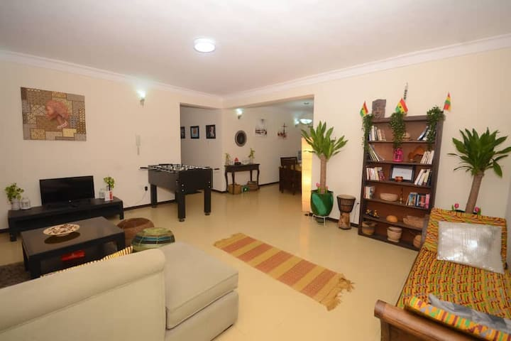 Bohemian- Deluxe  Entire Apartment Gym and Pool