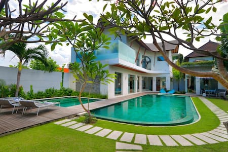 """75% OFF""  4 BR Villa K-Mea, Heart of Seminyak"
