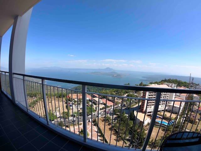 3BR Penthouse TaalView Videoke Netflix Wifi Parkng