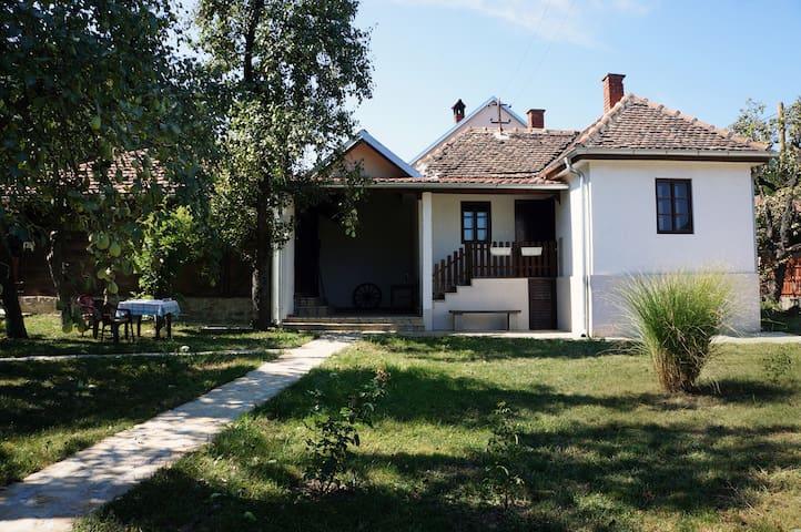 Jarmenovci的民宿