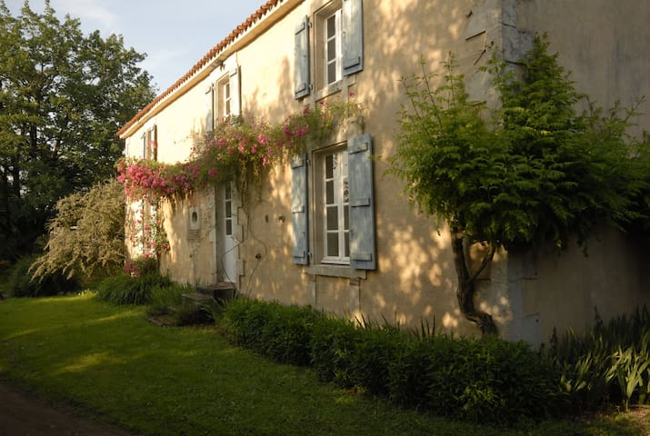 Saint-Martin-Lars-en-Sainte-Hermine的民宿
