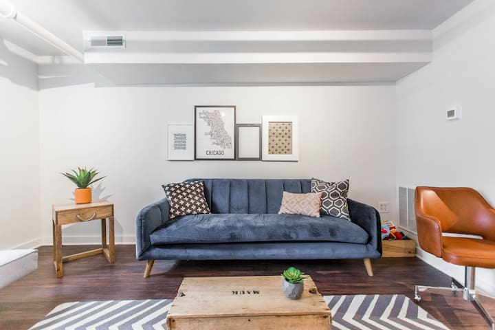 Lovely Andersonville Apt with Ideal Location
