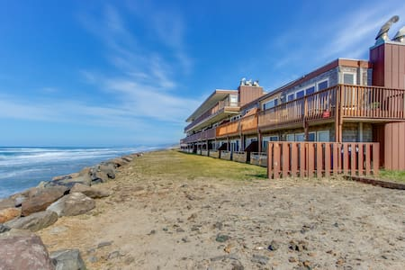 Oceanfront condo with easy beach access and amazing views!