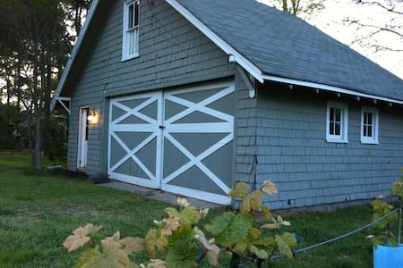 Cozy craftsman barn near the bay!