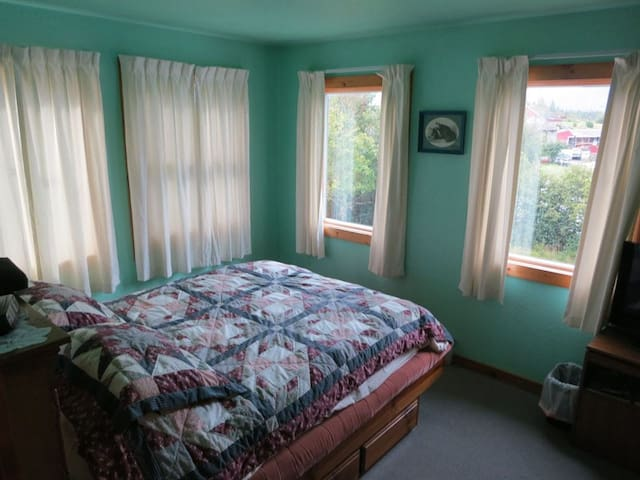 A Sheltered Harbor Lodging: Room 4