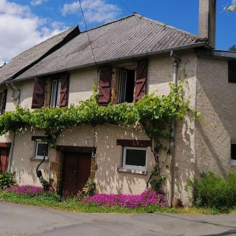 Voutezac的民宿