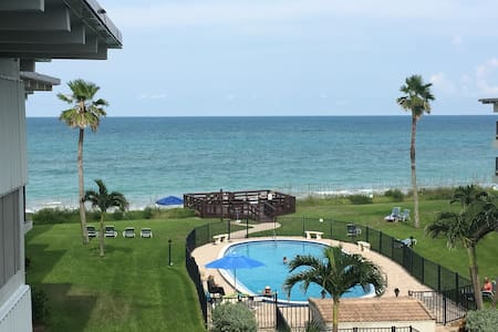 Oceanfront! The Beach Is Calling You!