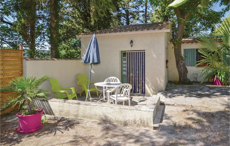 Semi-Detached with 1 room on 35m² in Crillon le Brave