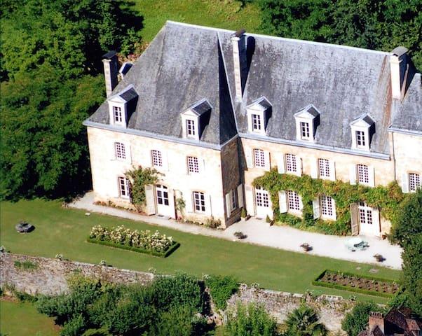Saint-Denis-lès-Martel的民宿
