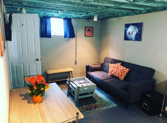 Charming Basement Apartment in Germantown