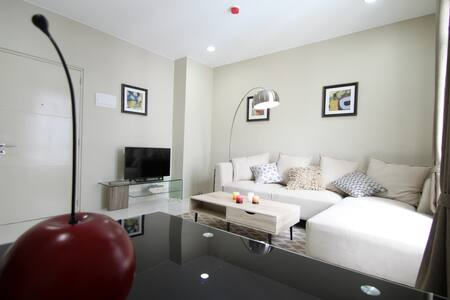 Cosy 1 BR penthouse in Salcedo Square Makati City