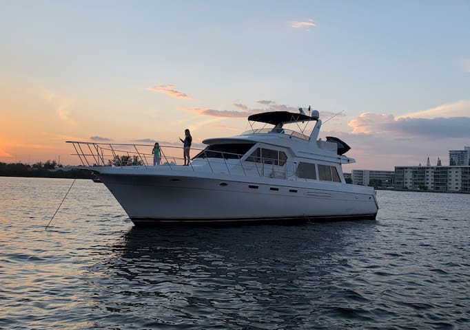 Stay on a 60ft Yacht in Miami with a Jet SKI