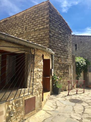 Sainte-Croix-de-Quintillargues的民宿