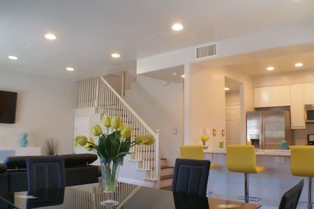 Luxury Modern Home near Disneyland & Knotts Berry