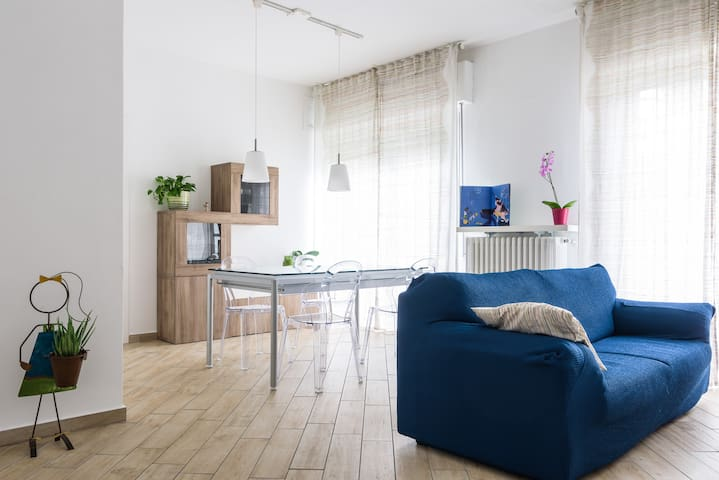 Comfortable, wide, quiet apt - connection to Milan