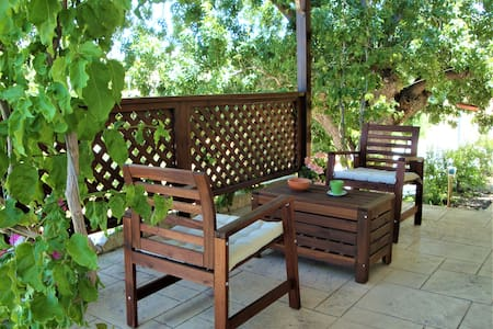 *Garden studio, a relaxing space with great views