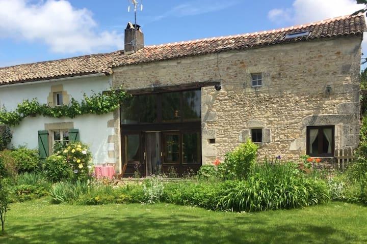 Valence-en-Poitou的民宿