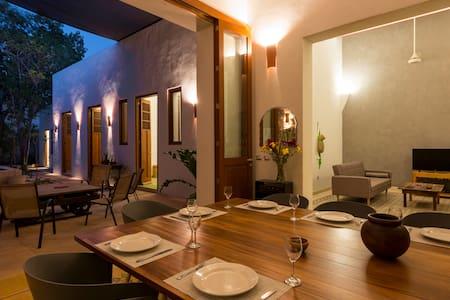 Casa Limón / Great house in Santa Ana Neighborhood