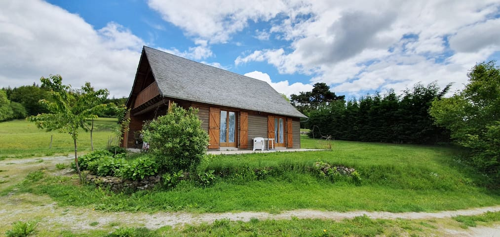 Saint-Julien-prés-Bort的民宿