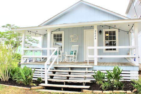 Little Blue Cottage at CB - 2 Blocks From Beach