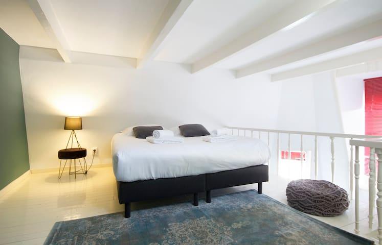 NEW! 4p apartment near all famous hotspots!