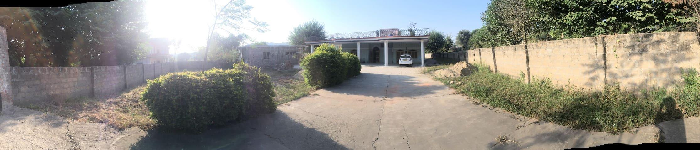 Dadyal的民宿