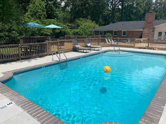 *Private Pool* Vacation Home Sleep 12