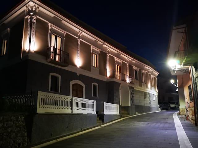 San Pietro al Tanagro的民宿