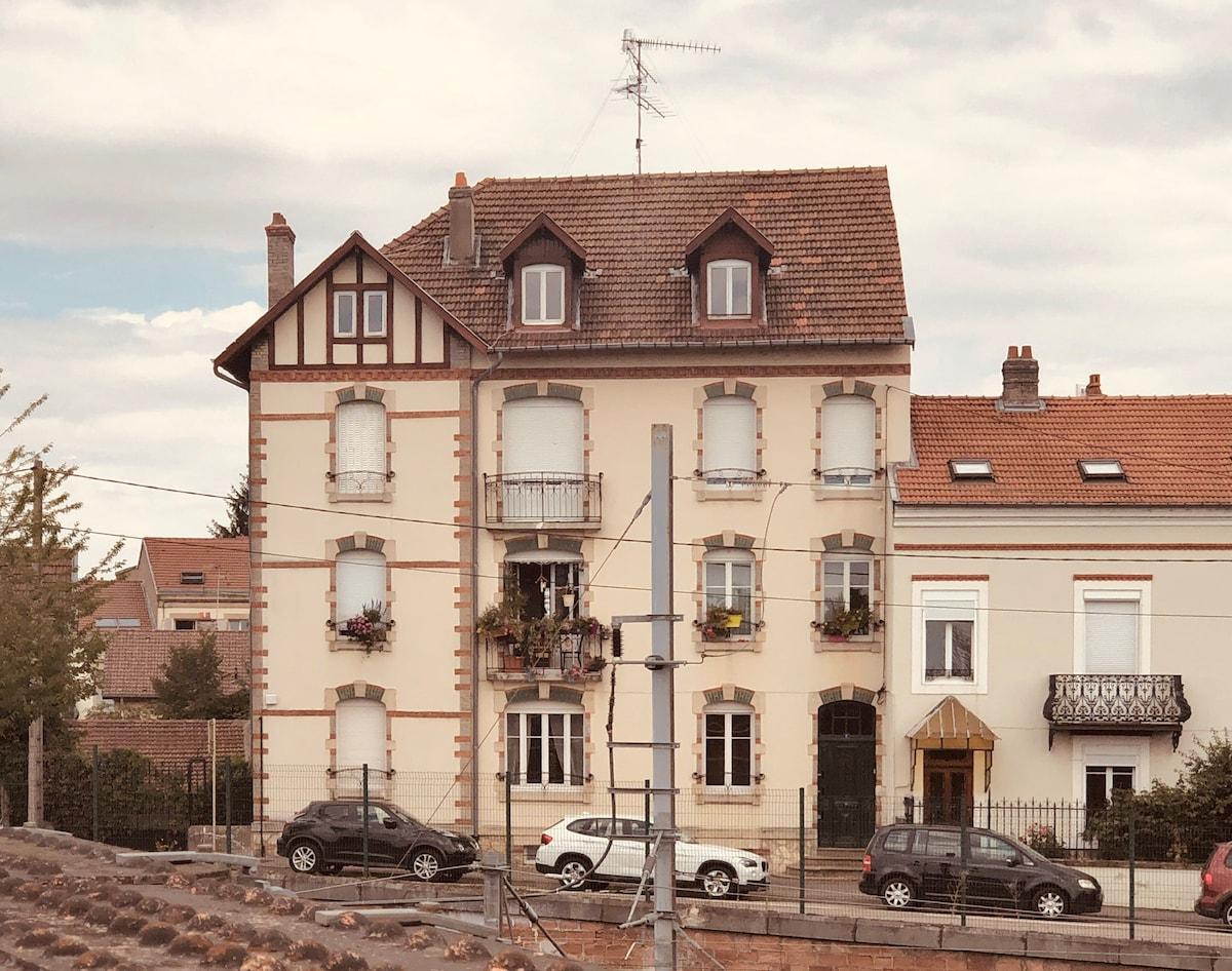 Studio dans une  maison style Ecole  de Nancy