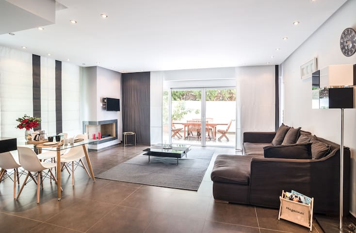 Glyfada 2-level apartment with private pool (GLY419)
