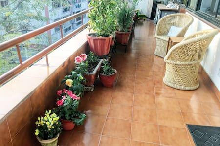 Sunny, Airy, Huge Room & Balcony - 1 min frm Metro