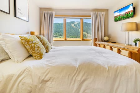 Modern Mountain walk to lifts & unobstructed views