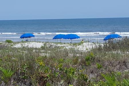 Fairway Oaks Villa, 100 yards from the beach