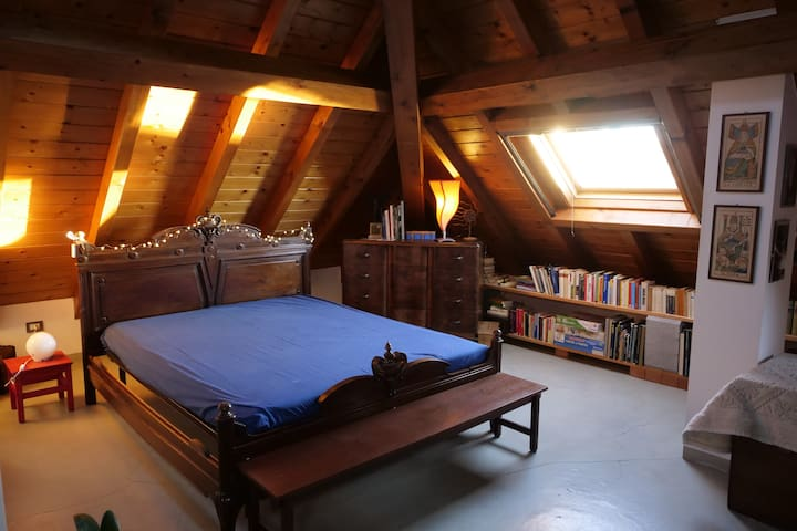 Sesto Calende - Large attic room in a period house
