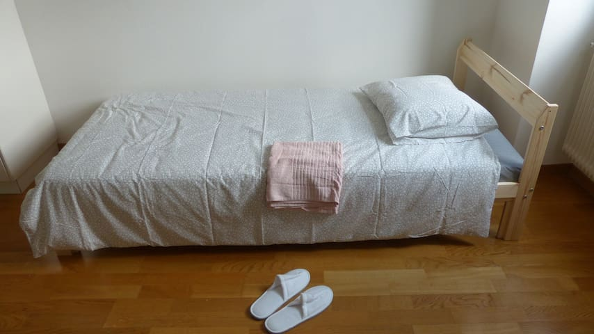 Airport Couple Room/Single Bed+Transfer (PICTURES)