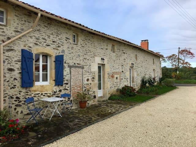 Montembœuf的民宿