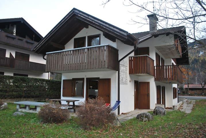 Appartamento Rendena Ski - wi-fi e parcheggio