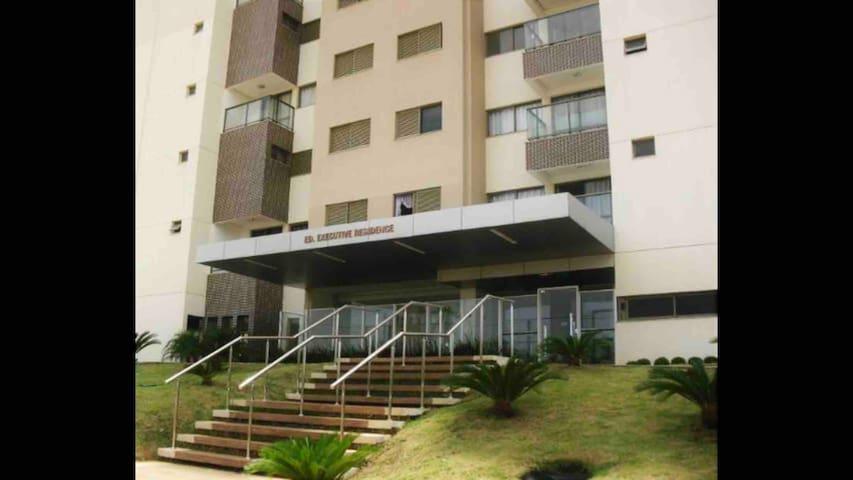 Apartamento com 1 suíte no centro de Palmas