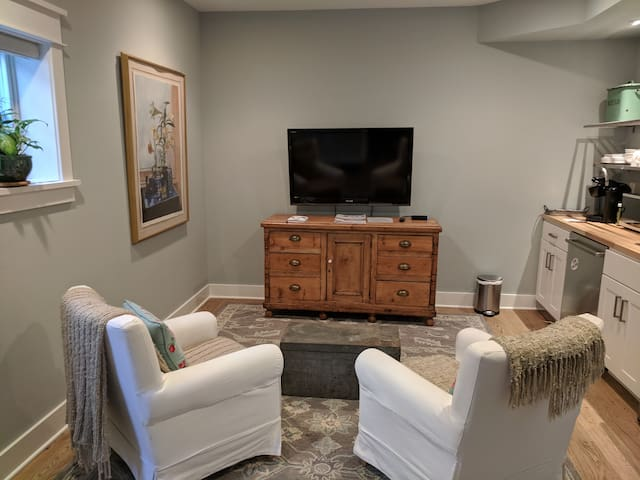 Del Ray Delight! 1 bdrm apt with kitchenette!