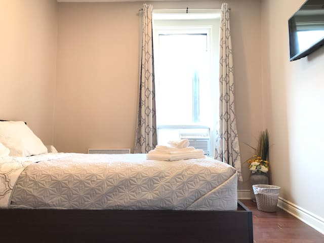 7-Perfect room in the center of Plateau MontRoyal