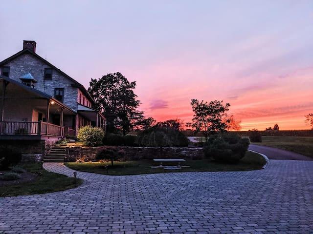 Spring Haven Farm, 1800s Farmhouse On 82 Acres!