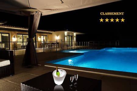 VILLA 2480sqft-HEATED and SAFE POOL - 4 ROOMS - 5*