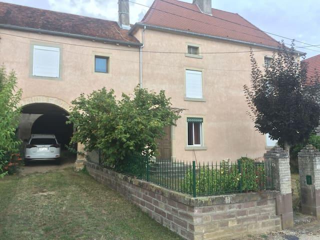 Anchenoncourt-et-Chazel的民宿