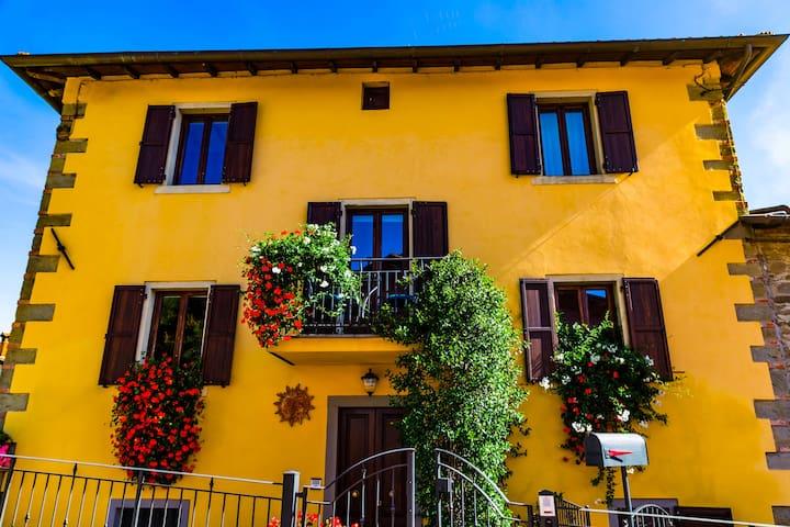 """Villa """"Corte de' Baldi"""" - Un angolo di Casentino"""