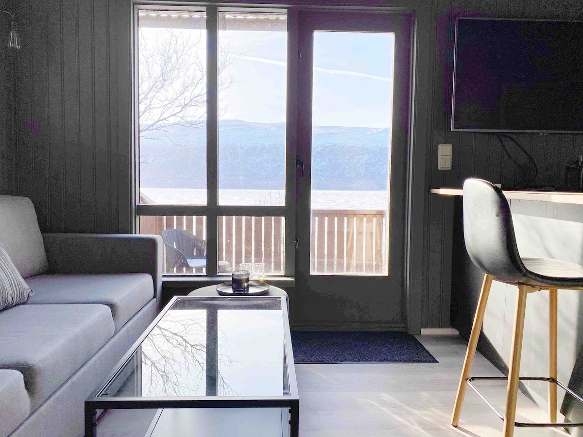 Modern & Warm Luxury Cabin with Amazing View